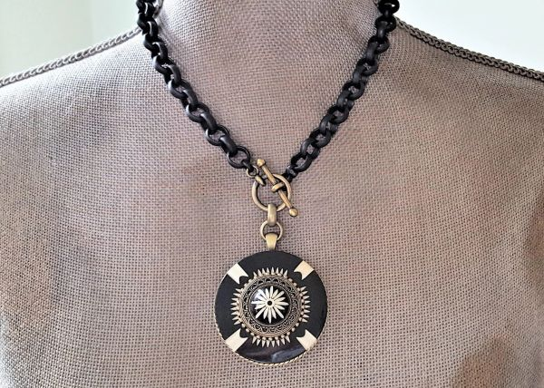 BETTE - Bold Retro, Black and Cream Necklace