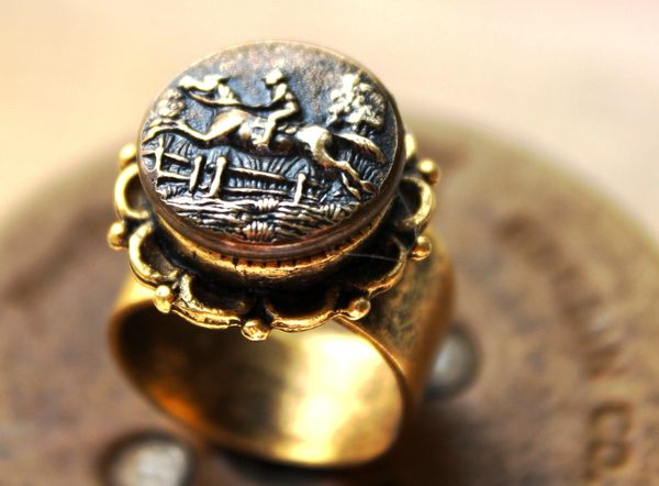 COLLEEN - Vintage Button Ring