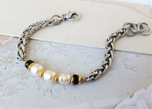 The Three Pearl Bracelet