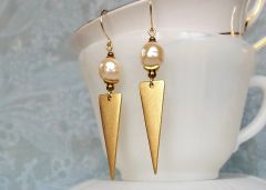 KANNA - Inverted Triangle and Baroque Pearl Earrings