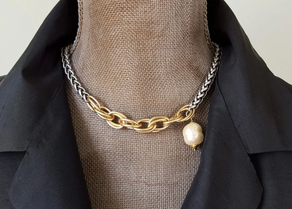 The Mixed Link and Pearl Choker