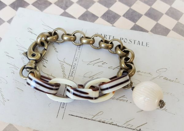 MIDGE - Vintage Lucite Link Bracelet