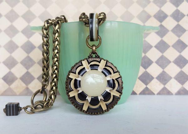 NOVAK - Retro Black and Cream Necklace