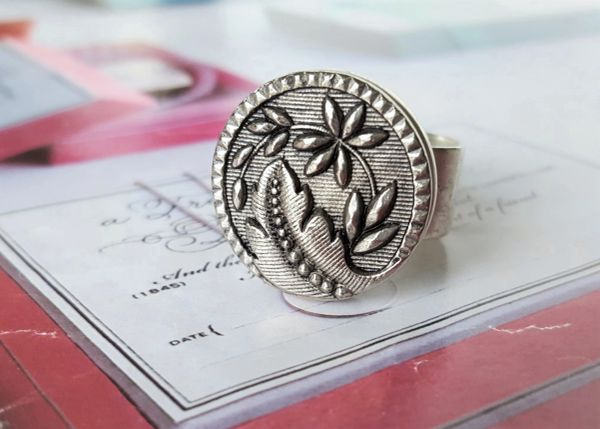 ALIZA - Flower and Leaf Button Ring
