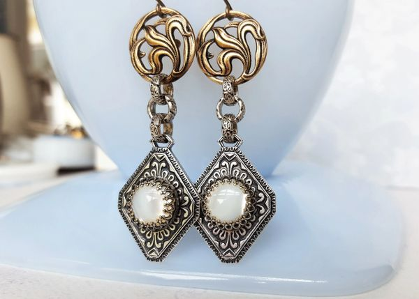 LINNY - Art Nouveau, Antique Button Earrings