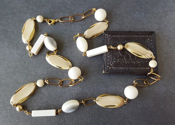 ISADORA - Vintage Lucite Layering Necklace
