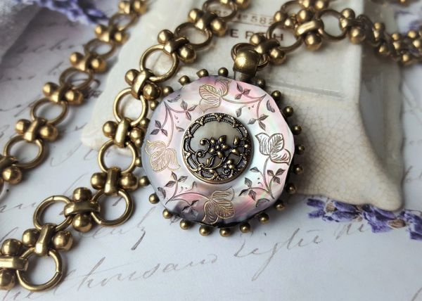 LILA - Victorian Pendant Necklace