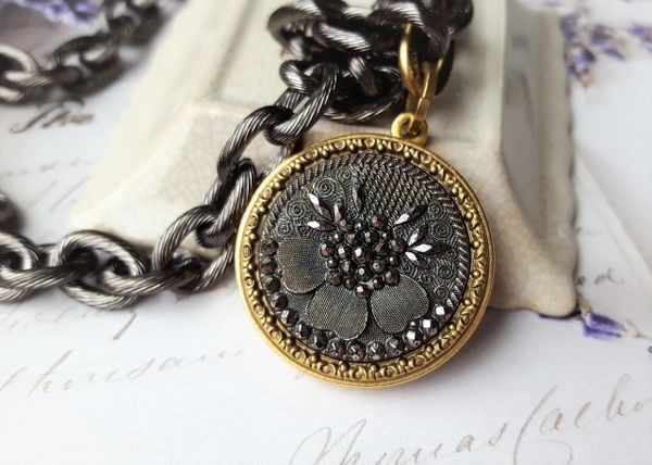 CHLOE - Antique Button Necklace