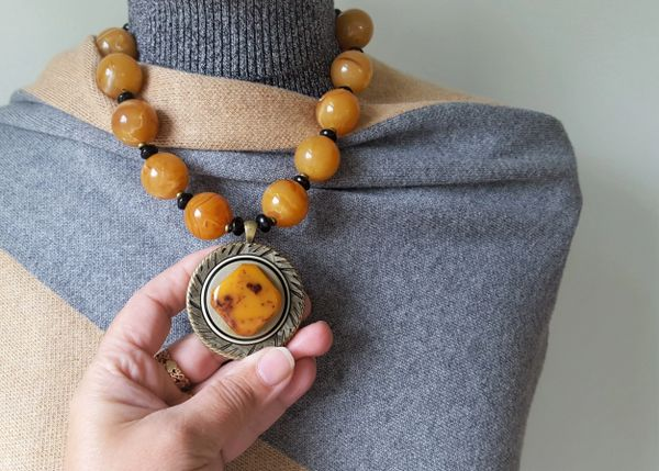 CLAIRE - Butterscotch Bakelite Necklace