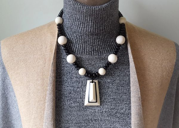 LIZA - Black and Cream Statement Necklace