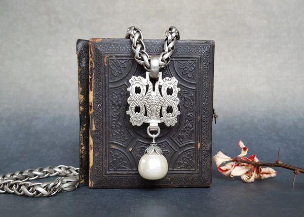 KAYE - Baroque Pearl Drop Necklace