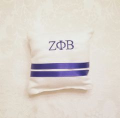 Mini pin holder pillow