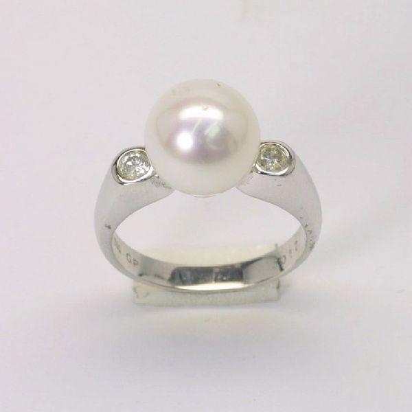 18K W/G Diamond Pearl Ring