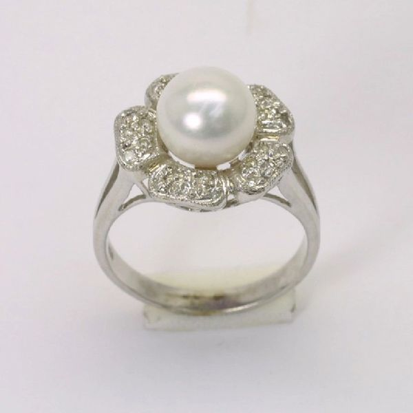 18K W/G Diamond Pearl Ring