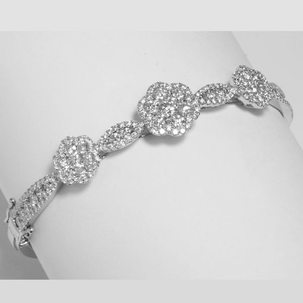 18K White Gold Diamond Bangle