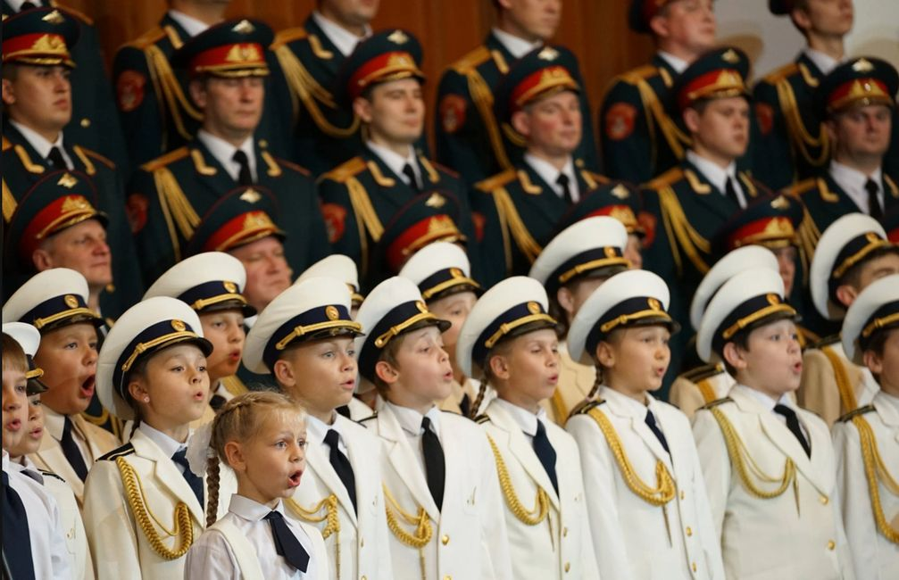 kids from Alexandrov academy on stage