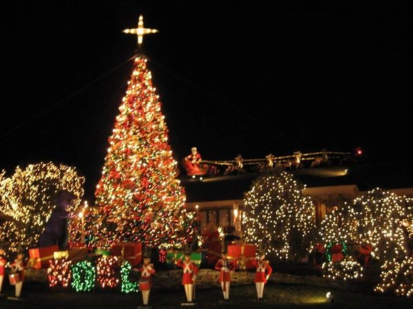 Camuso Christmas Display - Thurs, December 9, 2021