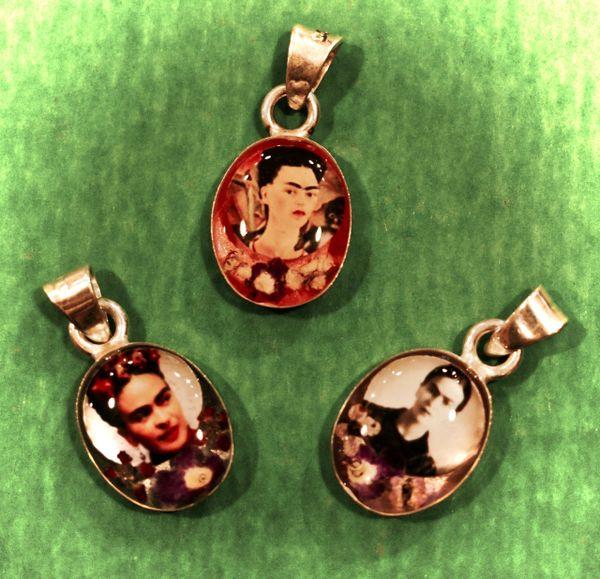 Frida Kahlo Pendant - extra small