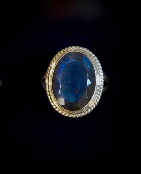 Gemcut Labradorite Ring