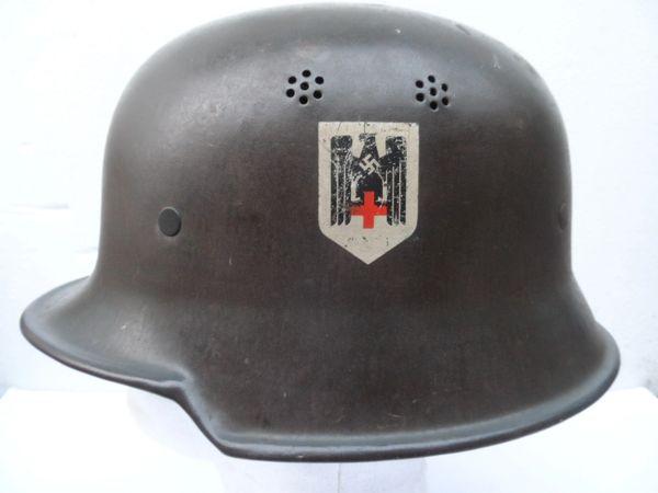 WW2 GERMAN M35 SINGLE DECAL RED CROSS HELMET