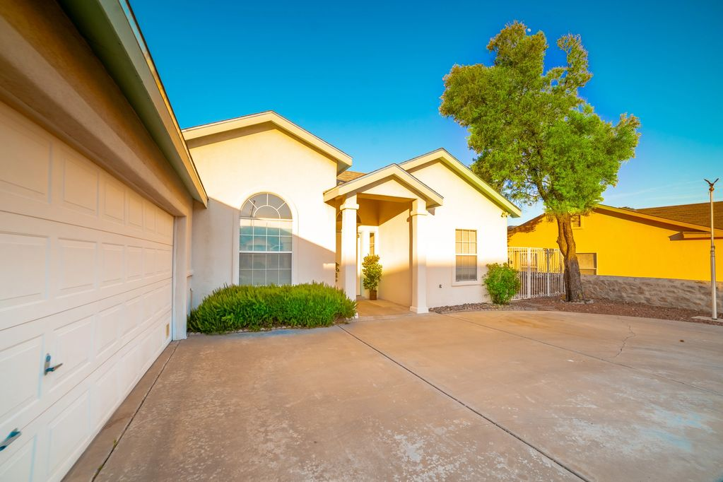 4898 Galina Drive, Las Cruces, NM marketed by the Las Cruces Home Team