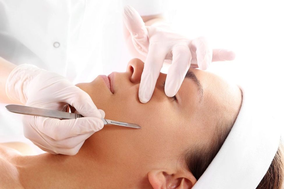 dermaplaning facial  exfoliate the skin and removes facil hair with a blade spa weston florida