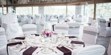 We provide a wide variety of fabrics and colors in both table linen and in napkins.