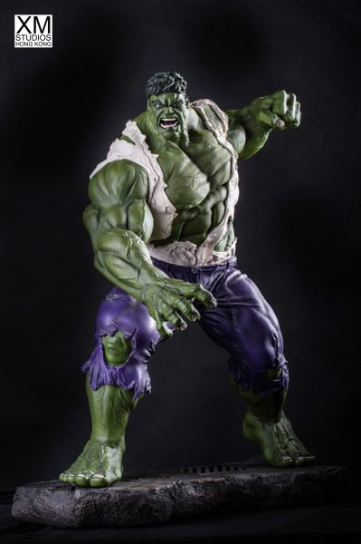 PREMIUM COLLECTIBLES: INCREDIBLE HULK STATUE (COMICS VERSION) - Sold out