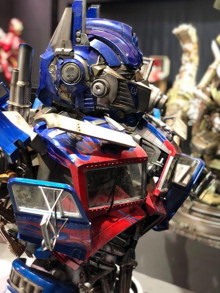 Queen Studios Ultimate Scale Optimus Prime (Pre Order)