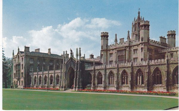 postcard ST. JOHN'S COLLEGE AND GATEWAY, CAMBRIDGE unused