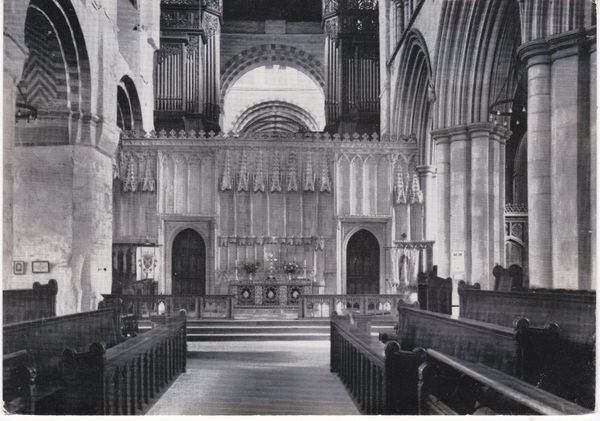 Post Card Hertfordshire St. Albans St. Albans AbbeyThe Nave Alter and Screen Walter Scott RR6