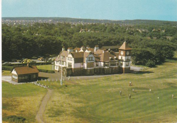 Post Card Lancashire / Merseyside Lancashire FORMBY Golf 18th Green and Clubhouse E. T. W. Dennis & Son Ltd. 78