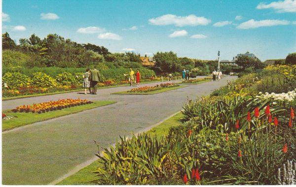 Post Card Suffolk LOWESTOFT The Kensington Gardens PT13157