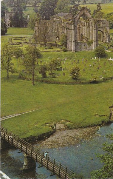 Post Card Yorkshire BOLTON ABBEY The Abbey and River Wharfe PT20198