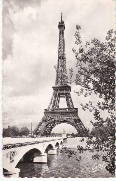 Postcard France PARIS La Tour Eiffel et le Pont d'Ilena 1961
