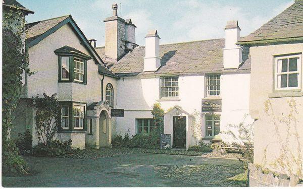 Post Card Cumbria Lake District HAWKSHEAD THE SQUARE Sanderson & Dixon / Plastichrome SD 622 / P52291