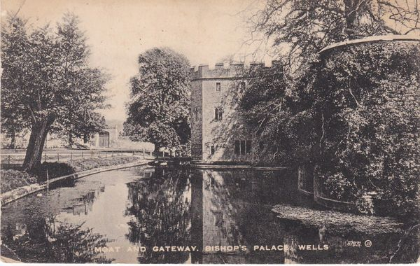 Postcard Somerset WELLS Bishop's Palace Moat and Gateway Phillips City Studios 1924