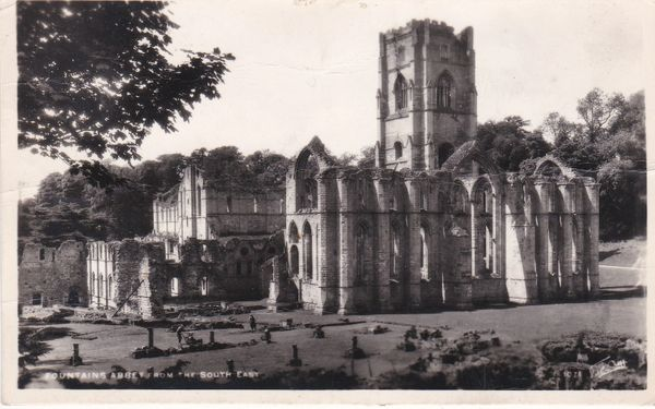 Post Card Yorkshire FOUNTAINS ABBEY from the South Side