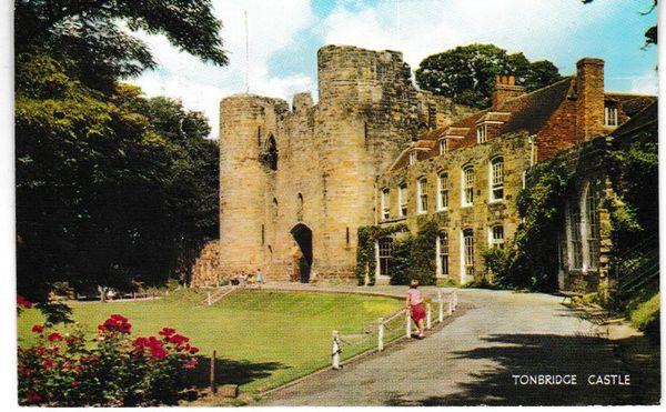 Postcard Kent Tonbridge Castle Salmon Cameracolour 1-64-01-01