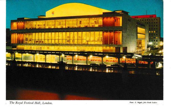 Post Card London The Royal Festival Hall LONDON John Hinde 3L70