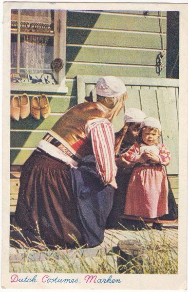 Postcard Netherlands / Costumes Dutch Costumes Marken (1)