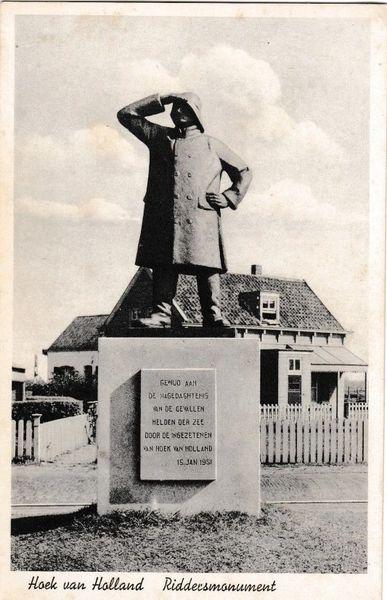 Post Card Netherlands Hoek van Holland Riddecsmonument