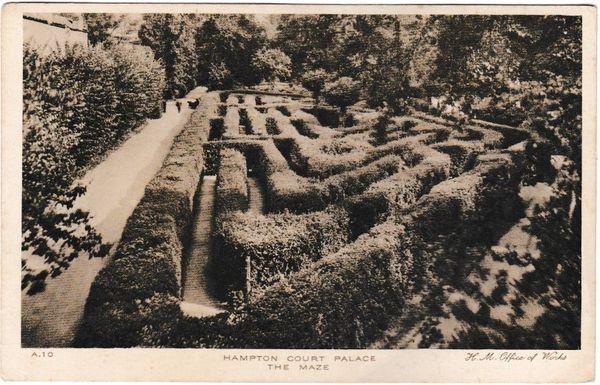 postcard London HAMPTON COURT PALACE The Maze