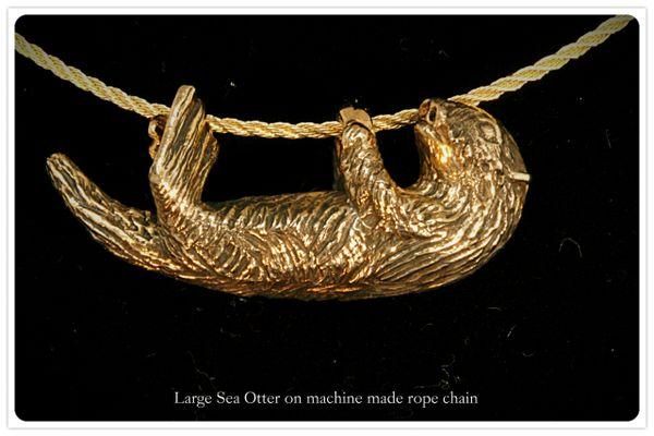 Sea Otter Pendant in 14K Gold