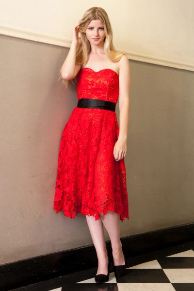 Sweetheart Lace Midi Dress in Red