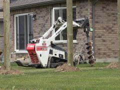 Post Hole Digger, Hydraulic Attachment (Bobcat Mini-Track)