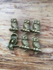 The Bead and Button Box - 6 Antique Bronze Coloured Owl Design Metal Buttons. 22mm x 15mm. Ideal for sewing, scrapbook, crafts and home decor projects.
