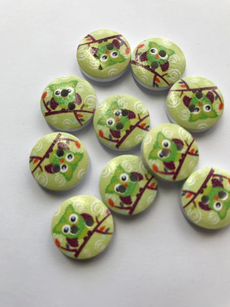 The Bead and Button Box. 10 Green owls on a Green background Wooden Buttons. 15mm. Ideal for baby clothes, crafts, home decor, button art, card making and lots of other handmade craft projects