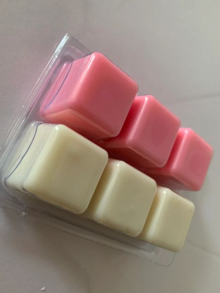 The Bead and Button Box - Wax Melt Duo. 45g Inspired by Angels & 45g Clean Cotton. Highly Scented Soy Wax