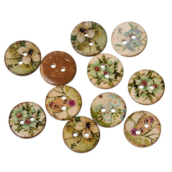 25 Coconut Shell Green and Natural flower painted, 2 holes Sewing Buttons. 15mm. Ideal for Sewing Embellishment, card making, scrapbook and other Crafts.